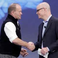 """Sir Robert Swan (left) and Commvault CMO Chris Powell """"seal the deal"""" at Commvault Go."""