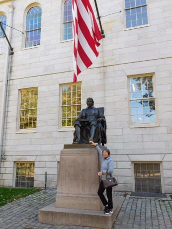 哈佛大学幸运文曲星雕像 小宝加油 奶奶给你加油
