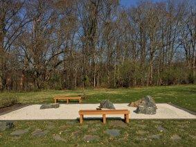 禅园。静坐于透明的阳光下,看一沙一世界。