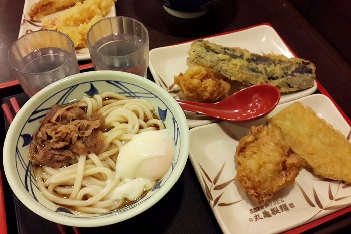 【食記】來自日本的平價烏龍麵 – 丸龜製麵 @新光三越南西店
