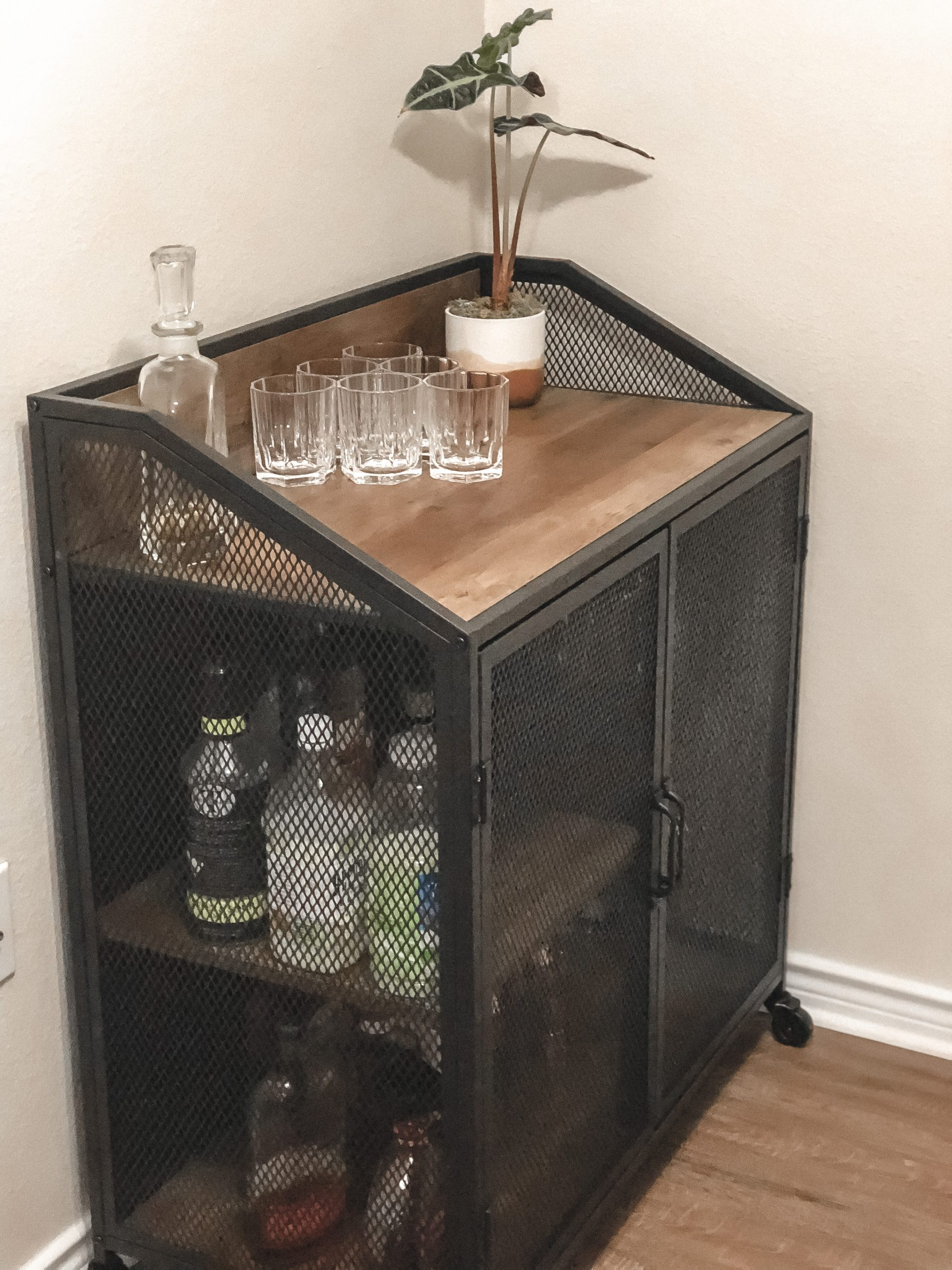 What You Need for the Perfect Bar Cart | Chaos and Coffee