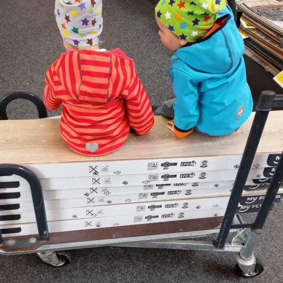 Zwillinge im Baumarkt