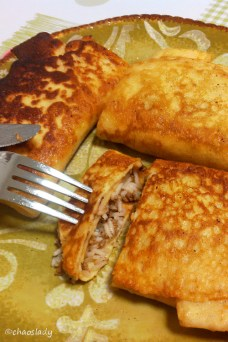 Pfannkuchen mit Hackfleisch-Reis-Füllung