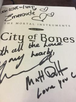 Unterschriftensammlung! Emeraude, Dominic und Matthew.