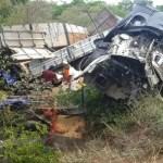 Três morrem após batida entre caminhão e carreta na região da Chapada Diamantina