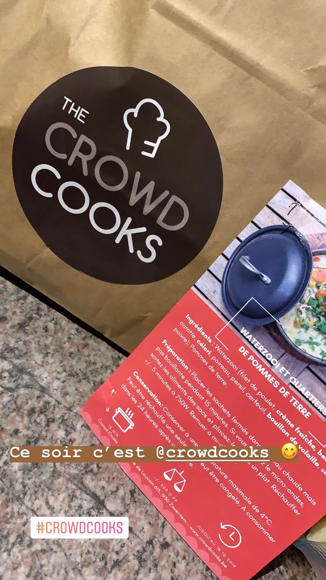 Crowd cooks box repas