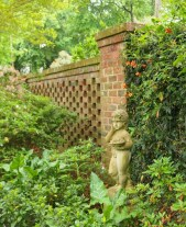 Noell Garden Rear Wall With Statue