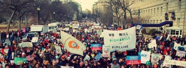 من تظاهرة شاركت فيها حركة المقاومة الخضراء العميقة في واشنطن ضد خط أنابيب كيستون أكس أل.