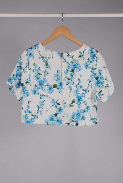 Glamorous White & Blue Floral Crop Top - Size M - Back