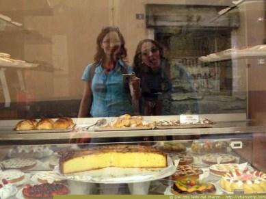 Mirando los pasteles
