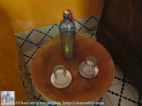 Ah y otra sorpresa, una botella de agua en el cuarto