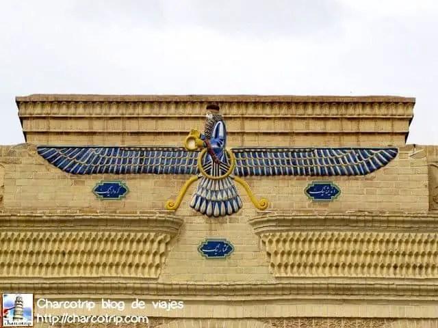 https://i1.wp.com/charcotrip.com/wp-content/uploads/ahura-mazda-templo-zoroastro-yazd.jpg?resize=640%2C480