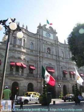 Ayuntamiento con bandera