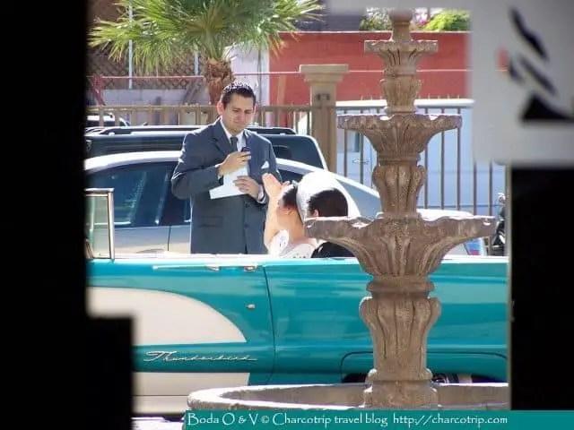 Llegamos a la iglesia, Fernando recibiendonos / We arrived to the church, Fernando receives us / Fernando nous accueille à l'arrivée à l'église