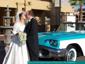 Una foto con nuestro carro de bodas color turquesa :) / A picture with our wedding car :) Turquoise / Une photo avec notre voiture de mariés couleur turquoise :)