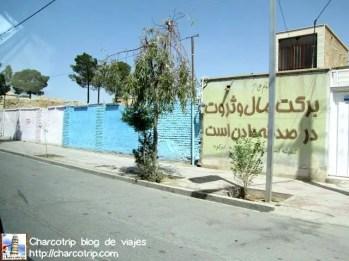De nuevo, si no estuviera ese grafiti en Farsi podria pensar que estoy en otra parte... interesante!