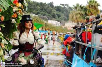 carnaval niza aventando rosas