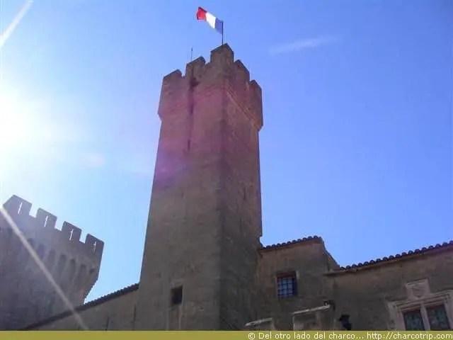Vista de la torre del castillo del emperi