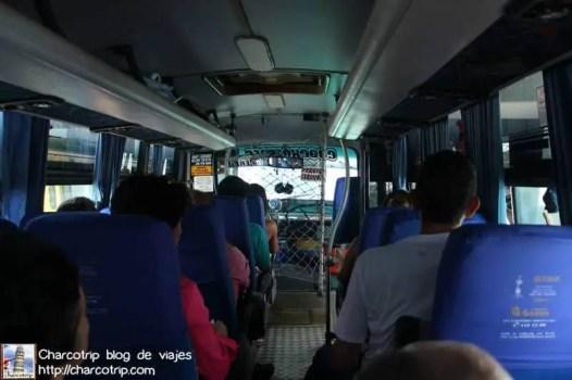 Dentro del autobus