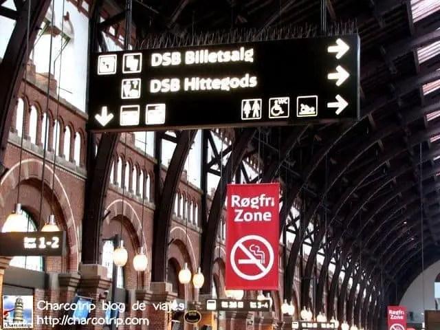 La estación entera es zona de no fumar y ahí si lo respetaban