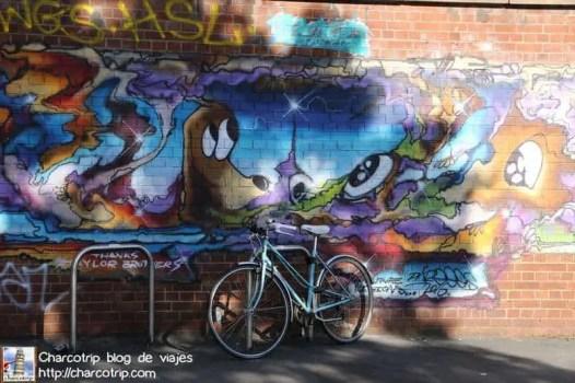 grafiti-perrito-bristol