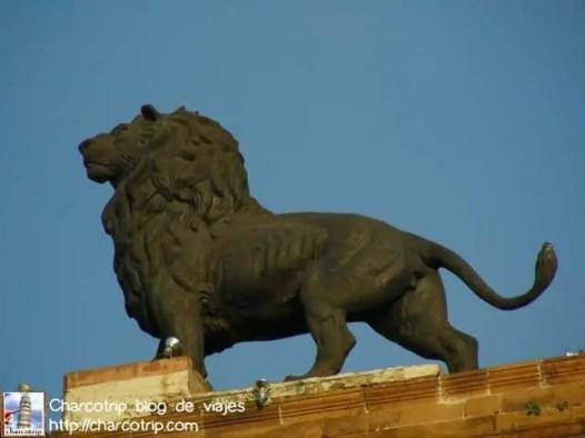 León de Bronce