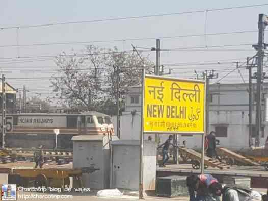 letrero-new-delhi-station