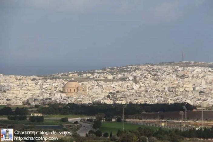Vista del valle y la vecina Mosta