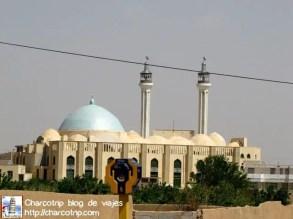 Una mezquita que se veía a lo lejos