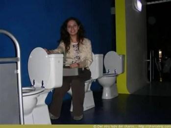 El Museo del cine con sillas de toilet