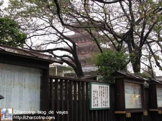 Pagoda cinco pisos al fondo