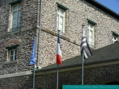 Banderas: Unión Europea, Francia y Bretaña