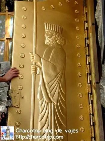 Puerta templo