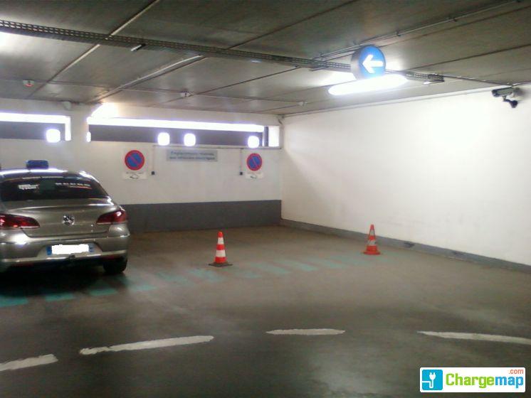 parking saint laud 1 charging station