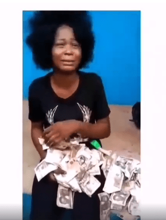 #StayWoke: This lady was nabbed while trying to deposit N200,000 worth of fake currency at a POS facility in Benin (video)