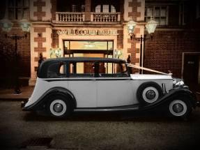 rolls-royce-1939-wraith-victoria-outside-savill-court-hotel