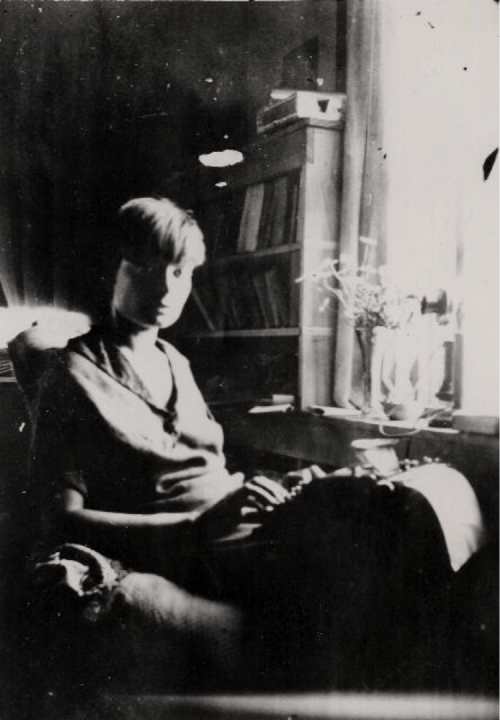 Dorothy Day at typewriter in her cottage, Staten Island, NY, ca. 1925 Photo: Marquette University Archives; via @DayGuild.