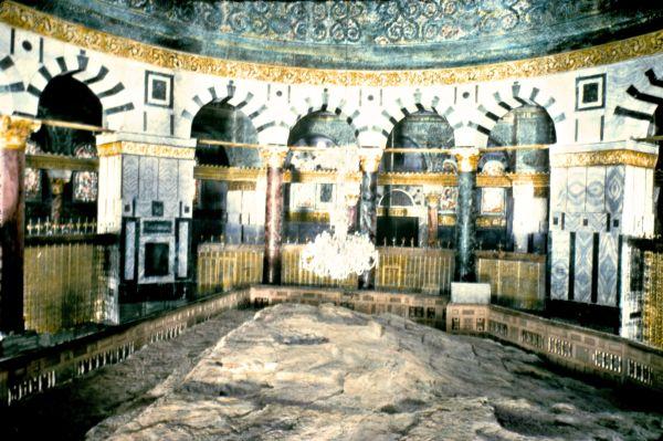 Jerusalem._Dome_of_the_Rock_Moriah._Interior._The_Rock._matpc.22782_t