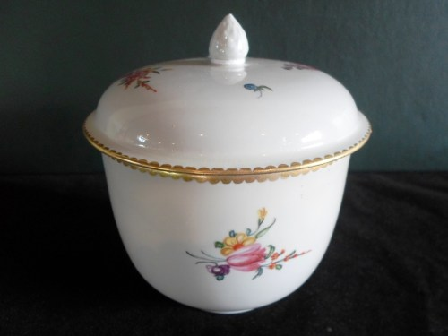 lot-200-18th-century-derby-porcelain-sugar-box-cover