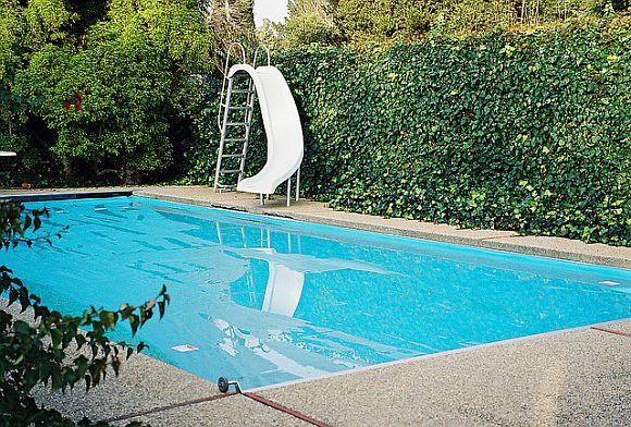 Pools_ChlorineVSaltwater.jpg