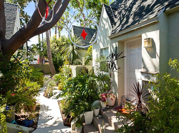 the-big-lebowski-house-yard.jpg