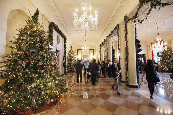 white house christmas decorating hallwayjpg