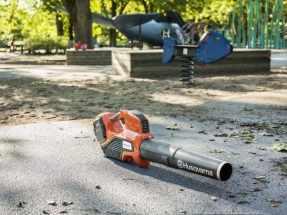 Husqvarna's professional battery blower - 536LiB