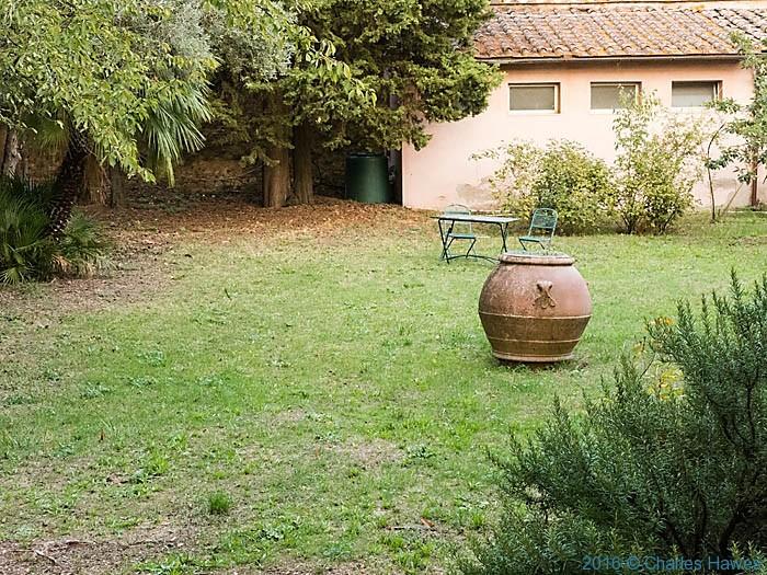Garden of La Speziaria di Santa Fina, San Gimignano, Tuscany, photographed by Charles Hawes