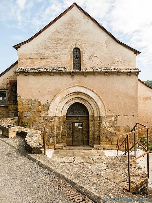 L'eglise Saint-Cyr-et-Sainte-Julitte in Ligneyrac, France, photographed by Charles Hawes