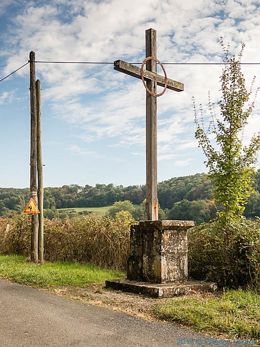 Cross on the GR480 near Ligneyrac, France, photographed by Charles Hawes