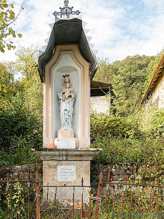 Madonna and child on GR480 near Ligneyrac, France, photographed by Charles Hawes