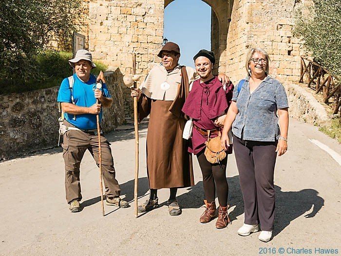 Monteriggioni and participants in IWW introduction to the Via Francigena, photographed by Charles Hawes