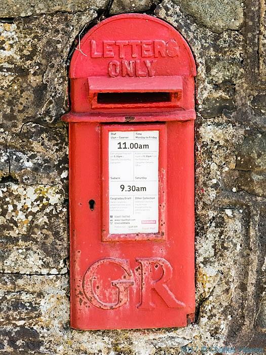 George V post box near Llanarmon Dyffryn Ceiriog, photographed by Charles Hawes