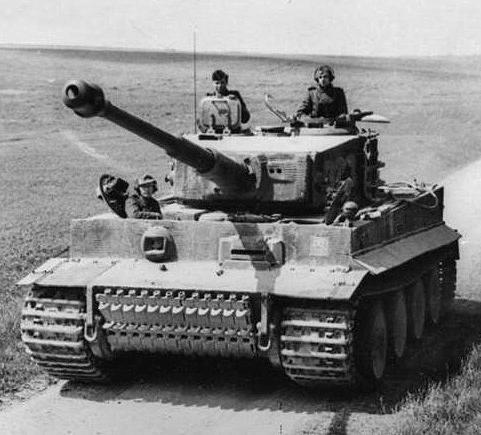 Bundesarchiv_Bild_101I-299-1805-16,_Nordfrankreich,_Panzer_VI_(Tiger_I).2